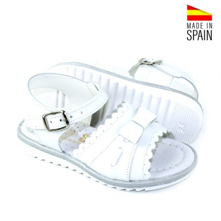 sandalias blancas de piel para niña