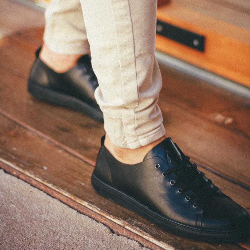 zapatos-negros-hombre-piel.jpg