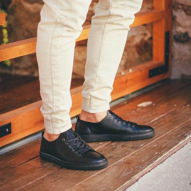 zapatos-negros-piel-cordones.jpg